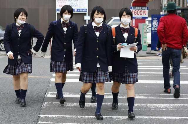 Orvosi maszk az utcán