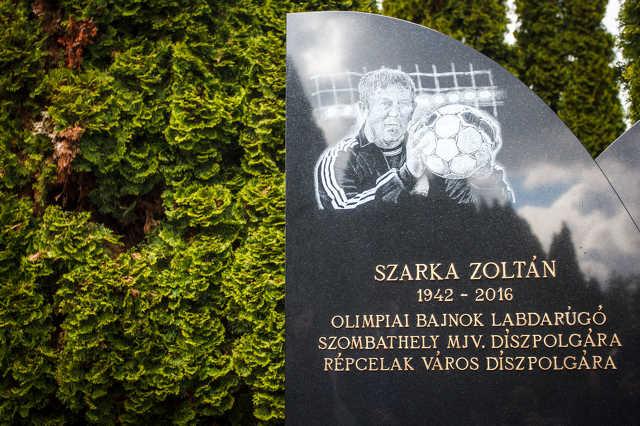 Szarka Zoltán síremlékének szentelése