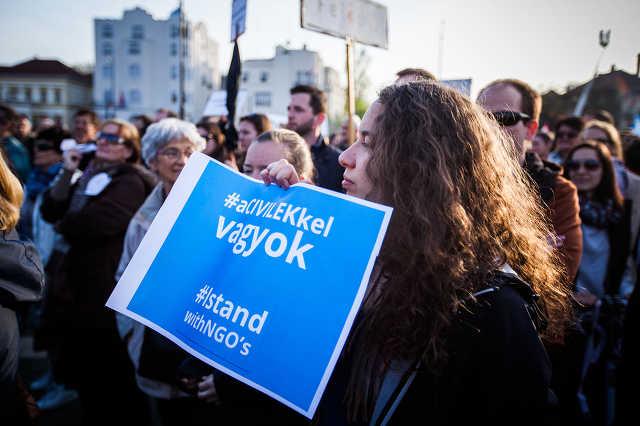 Tüntetés Budapesten a civilek és a CEU mellett