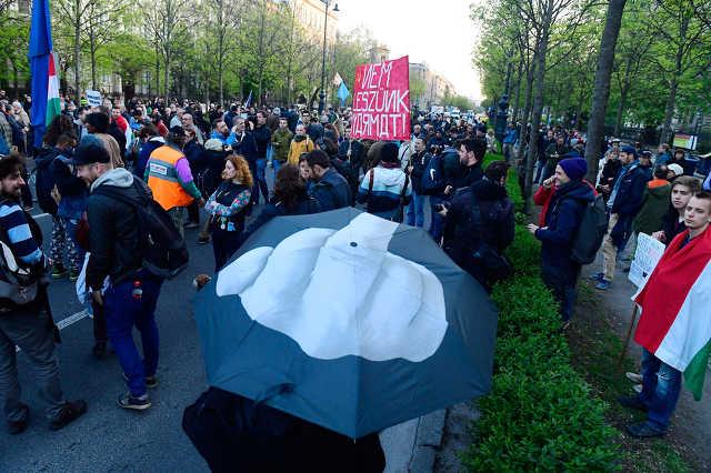 Tüntetés az orosz nagykövetség közelében az orosz befolyás ellen Budapesten