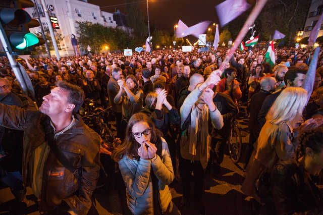 A Momentum Mozgalom EU-párti tüntetése Budapesten, 2017. május elsején