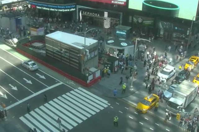 Autó hajtott a tömegbe a Times Square-en