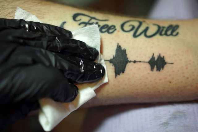 hanghullám tetoválás