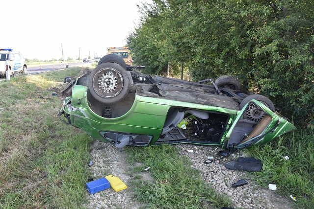 Halálos baleset Szombathely közelében: két fiatal repült ki az autóból