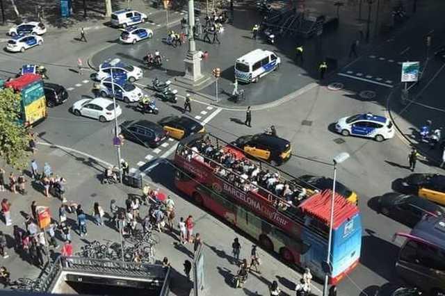 Kisbusz hajtott a tömegbe Barcelonában