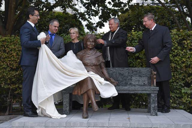Felavatták Szabó Magda szobrát Debrecenben