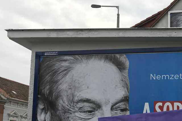 Átragasztott Soros-plakát Szombathelyen