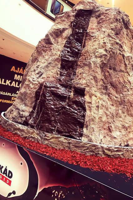Az ország legnagyobb csokoládé-szökőkútja