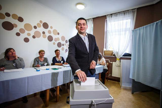 Németh Ákos szavaz