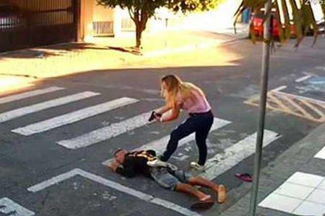 Rendőrnp lőtte le a támadót