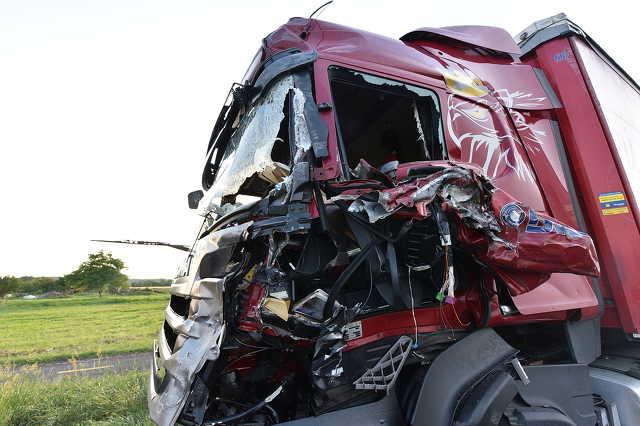 Két kamion ütközött a 86-oson