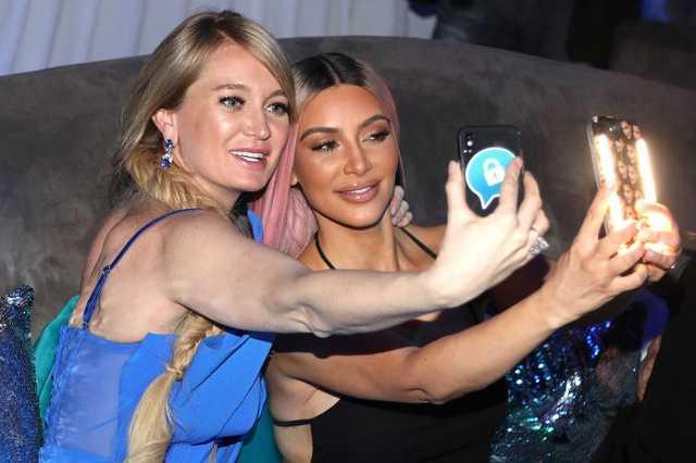 Kim Kardashian és Marina Acton