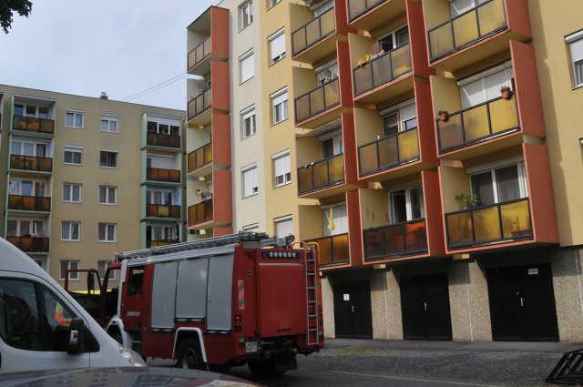 Tűzoltók, mentők a Barátság utcában
