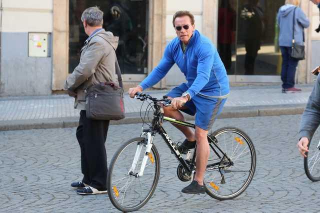 Arnold Schwarzenegger biciklin