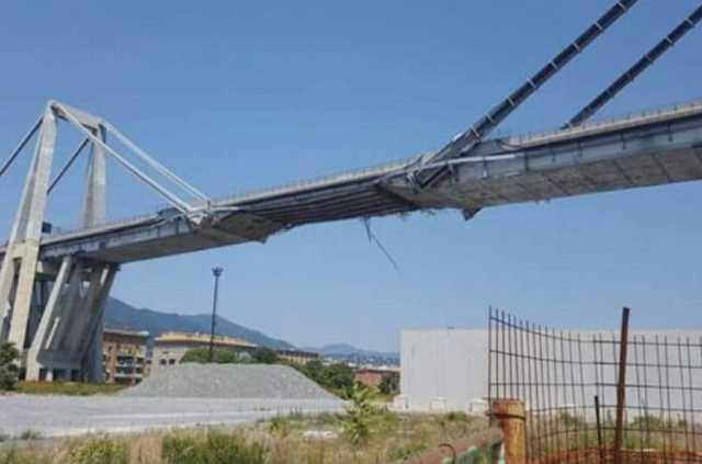 A leomlott genovai híd nem sokkal az összedőlés előtt