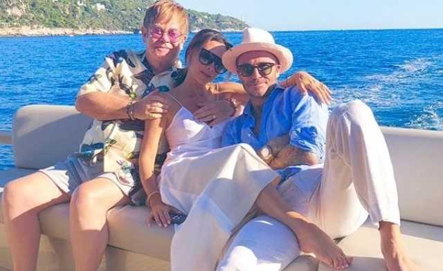 Elton John, Victoria és David Beckham