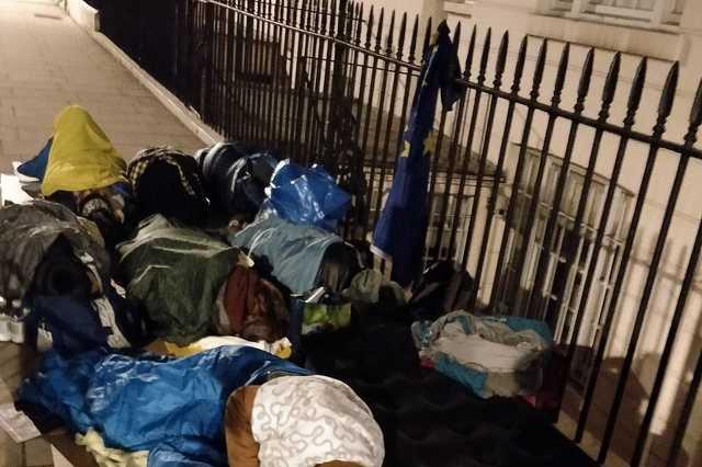Londonban élő magyar fiatalok tüntettek