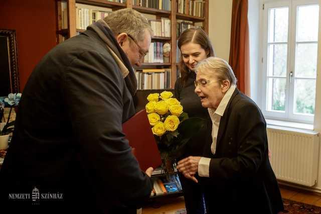 Törőcsik Mari ma 83 éves - a Nemzeti Színház is felköszöntötte Velemben