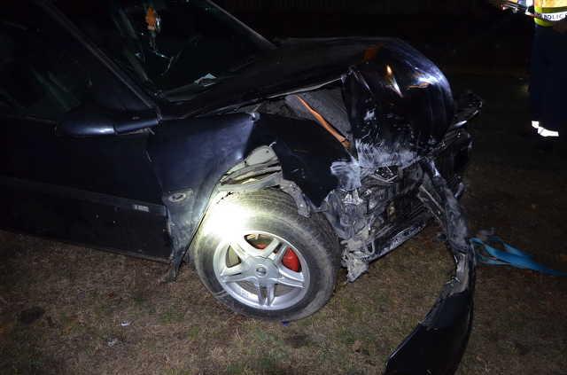 Elcsente szülei autóját egy 16 éves fiú és részegen, jogsi nélkül az iskola kerítésének hajtott