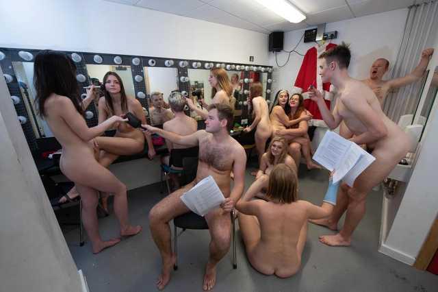 Meztelen egyetemisták