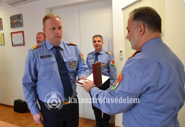 Tíz év után járó szolgálati jelet kapott a szombathelyi katasztrófavédelem kirendeltségvezetője