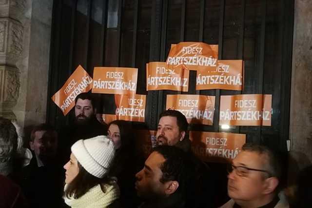 Ellenzéki tüntetés Orbán Viktor évértékelője után