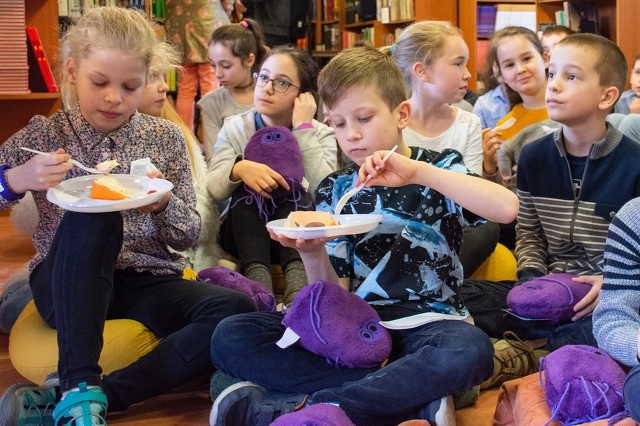 """""""Mese habbal, szülinappal"""" - oktató mesekönyv jelent meg az élelmiszer-biztonságról"""