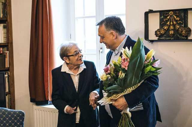 Orbán Viktor Velemben adta át személyesen Törőcsik Marinak a Kossuth Nagydíjat