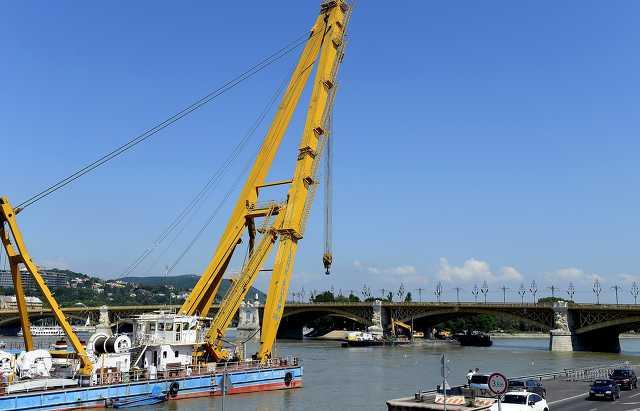 Dunai hajóbaleset - A Clark Ádám hajódaru a Margit hídnál