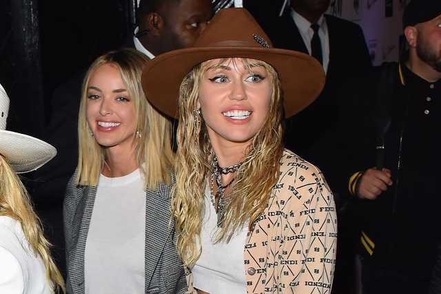Miley Cyrus és Kaitlynn Carter