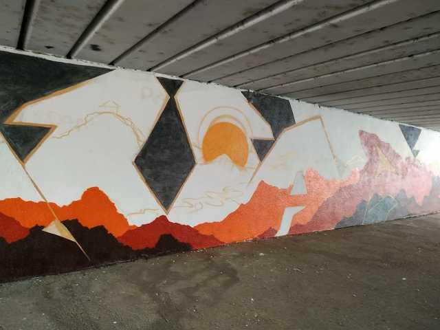 Készül a naplementés graffiti a Thököly úti aluljáróban a szombathelyi kétfarkúaknak hála