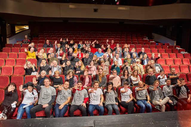Tüntetés a szabad színházért a WSZ-ben