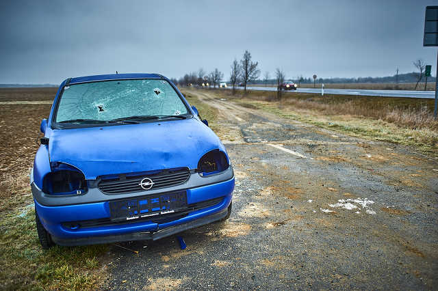 Elhagyott autóroncs Szombathely határában