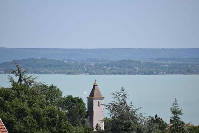 Balaton, Badacsony, Folly Arborétum, Pálos kolostor romjai, erdő