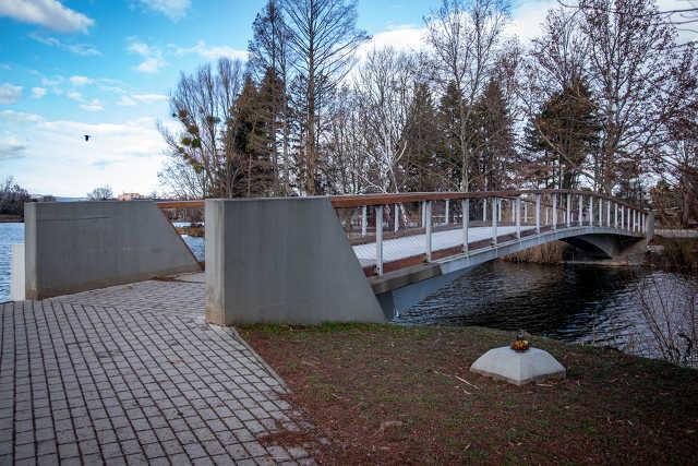 Csótó, új híd, lakatok