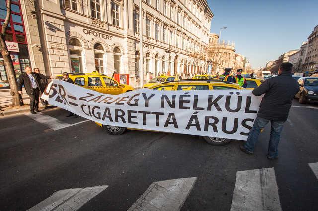 Taxisok tüntettek az Uber ellen Budapesten