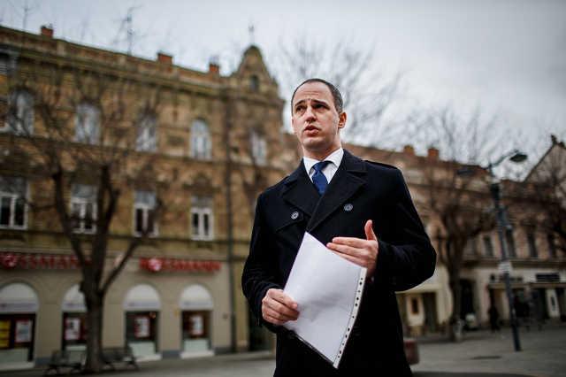 Szigetvári Viktor sajtótájékoztatója a Fő téren