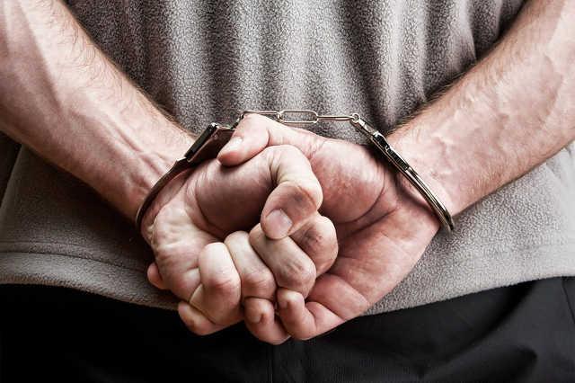 rab és bilincs és börtön és amnesztia