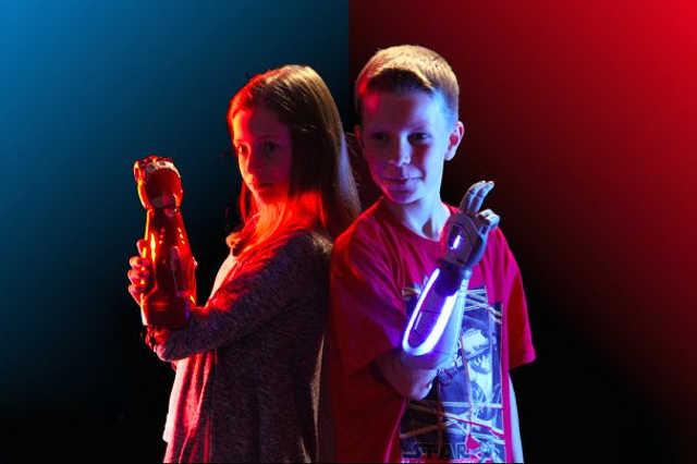 Nem játék: fénykardos és vasemberes művégtagok készültek gyerekeknek a Disney jóvoltából
