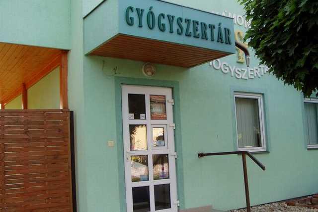Állítólag betegség miatt zárt be a kámoni gyógyszertár