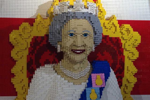 Egészen jót tesz Erzsébet királynőnek a lego