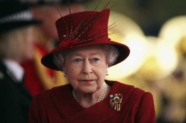 II. Erzsébet és kalapjai