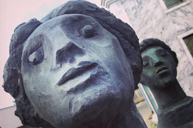 szelfiző szobrok leadképnek