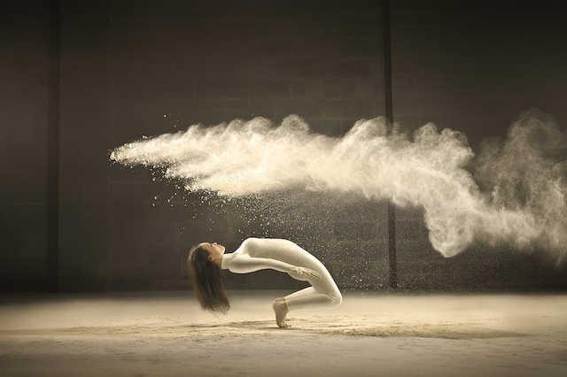 Akrobatikus táncos csaj