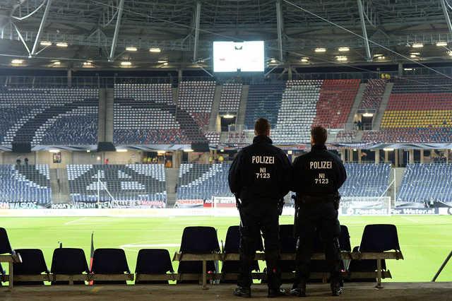 A rend őrei még a meccs lefújása előtt