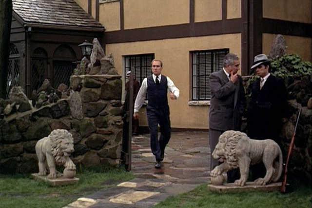 A házat körülvevő falat a rendező, Francis Ford Coppola építtette