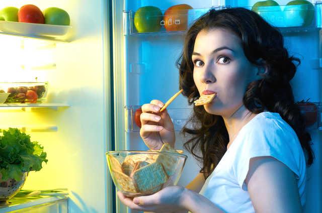 nassolás, hűtő-fosztogatás