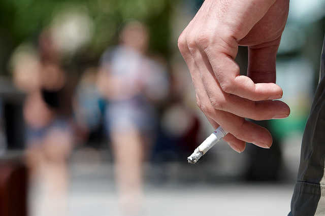 Dohányzás a Fő téren