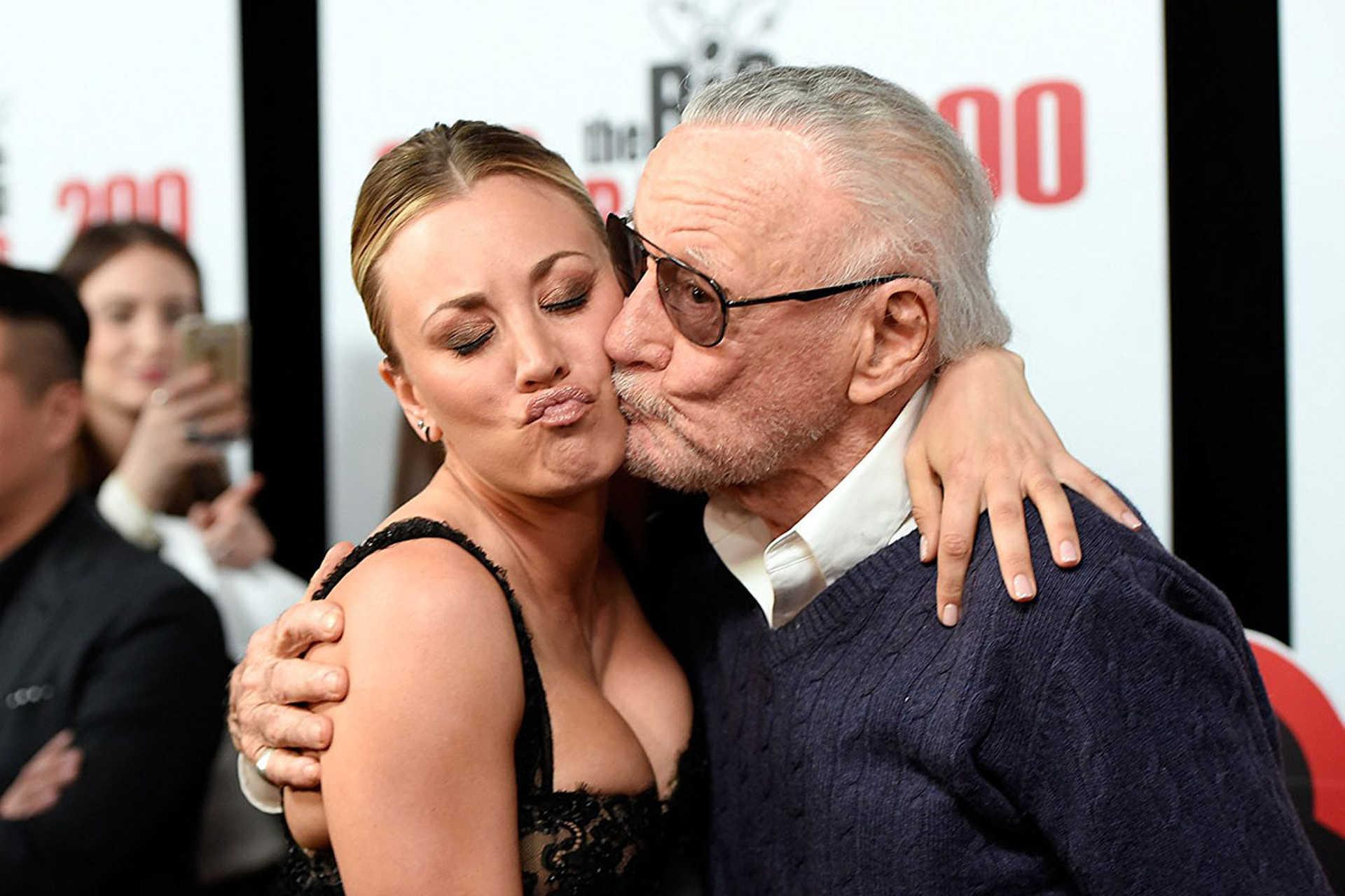Stan Lee és az Agymenők egyik színésze Kaley Cuoco
