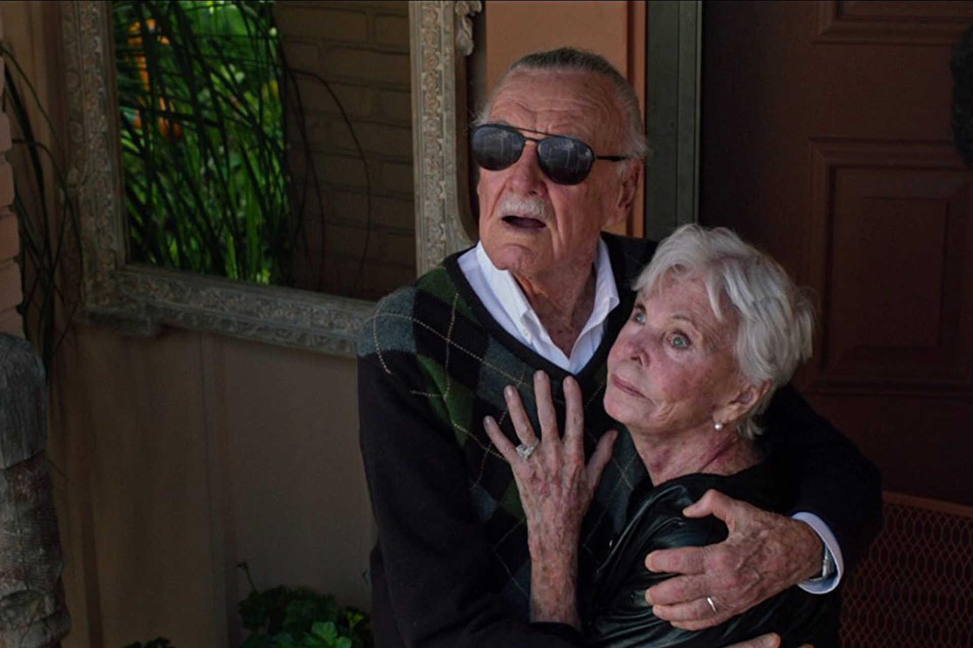 Stan Lee és felesége Joan, az X-Men: Apokalipszis című filmben. Az asszony idén hunyt el.